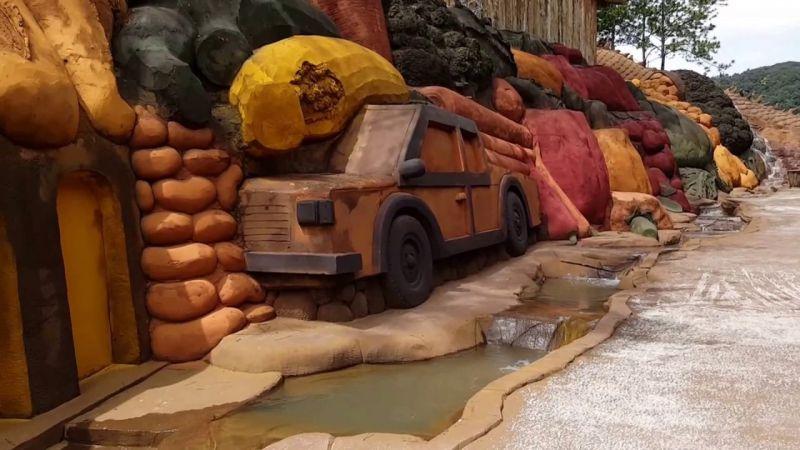 Đường hầm điêu khắc bằng đất sét