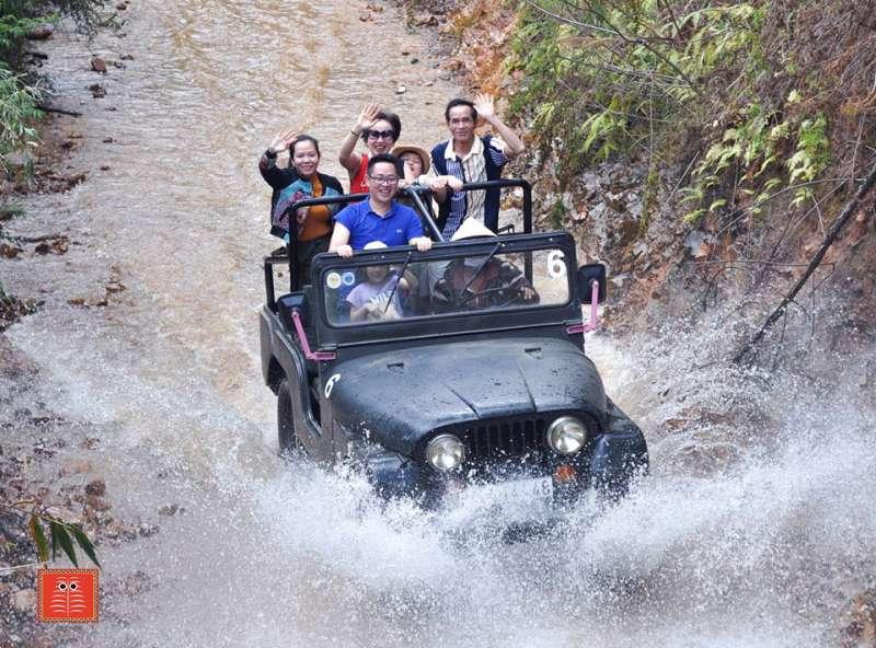 đi xe jeep lên làng Cù Lần