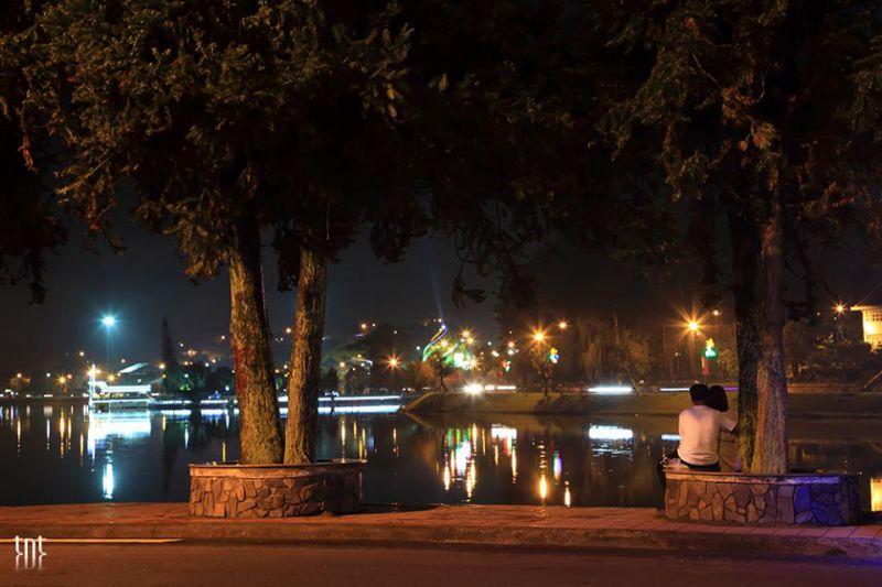 Hồ xuân huong đà lạt vê đêm