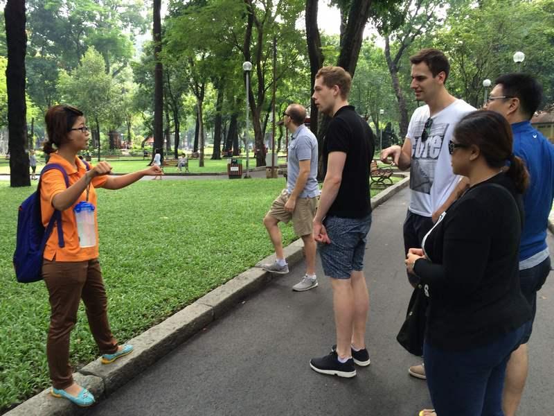 hướng dẫn viên du lịch cho người nước ngoài ở Đà Lạt