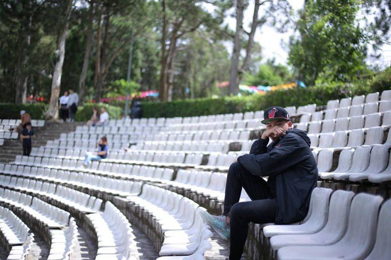 những hàng ghế trắng ở trung tâm văn hóa thiếu nhi Đà Lạt
