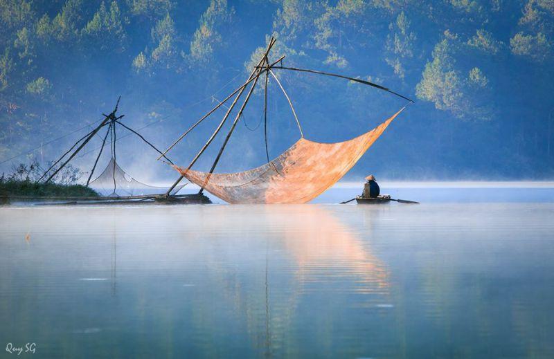Sương sớm ở hồ tuyền lâm