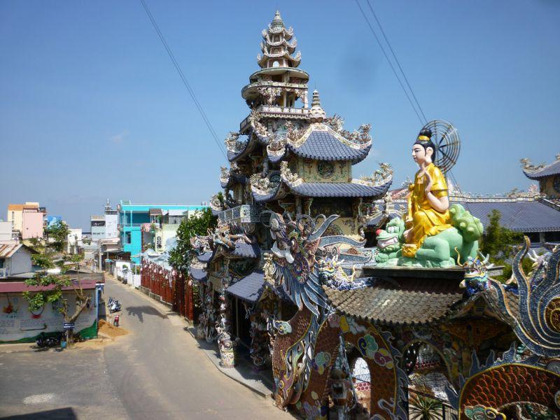 chùa ve chai hay còn gọi là chùa Linh phước