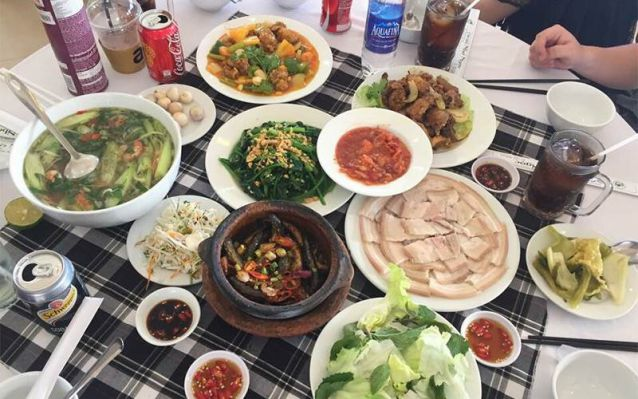Lunch self-sufficient in the outskirt of Dalat one day tour