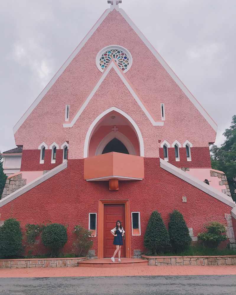 góc nhìn nhà thờ domain từ phía trước
