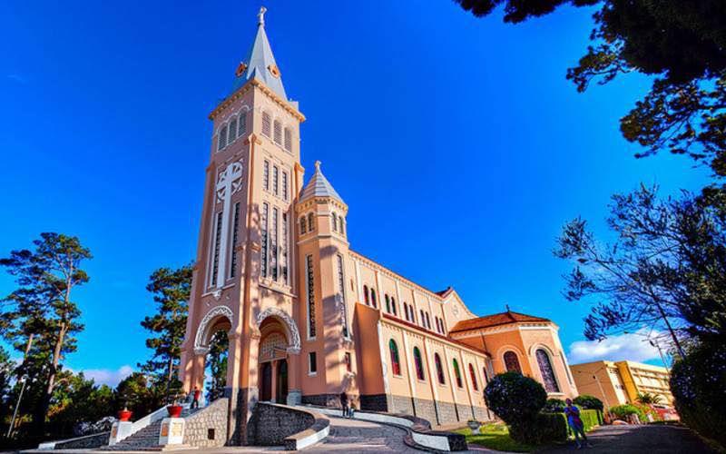 nhà thờ con gà hay còn gọi là nhà thờ chánh tòa