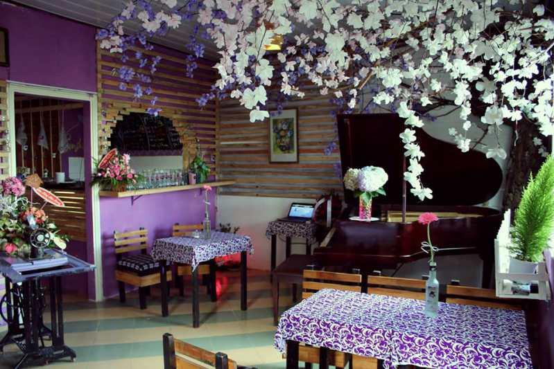 Không gian tím ở bên trong Sunshine Cafe Đà Lạt