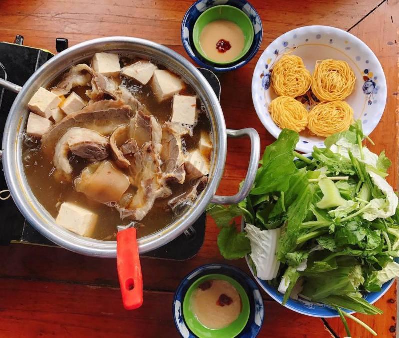 Món lẩu bò Đà Lạt - món lẩu bò quán gỗ