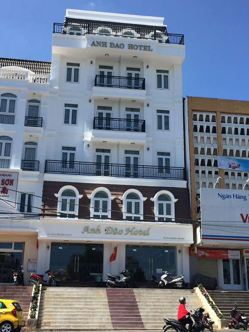 Mặt tiền đối diện chợ Đà Lạt của khách sạn Anh Đào Hotel