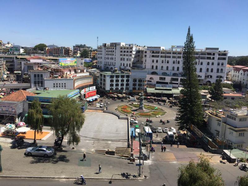 View ngắm ra chợ Đà Lạt từ khách sạn Anh Đào ở tp Đà Lạt