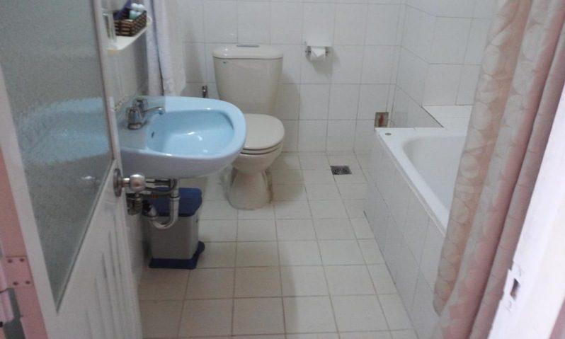 Phòng vệ sinh bên trong Anh Đào hotel ở tp. Đà Lạt