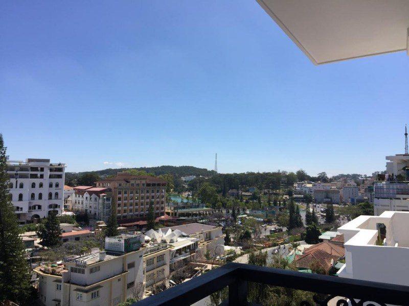 Từ Anh Đào Hotel 2 sao có thể quan sát toàn trung tâm thành phố Đà Lạt