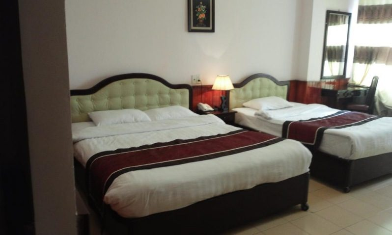 Phòng ngủ bên trong khách sạn 2 sao Anh Đào Hotel ở Đà Lạt