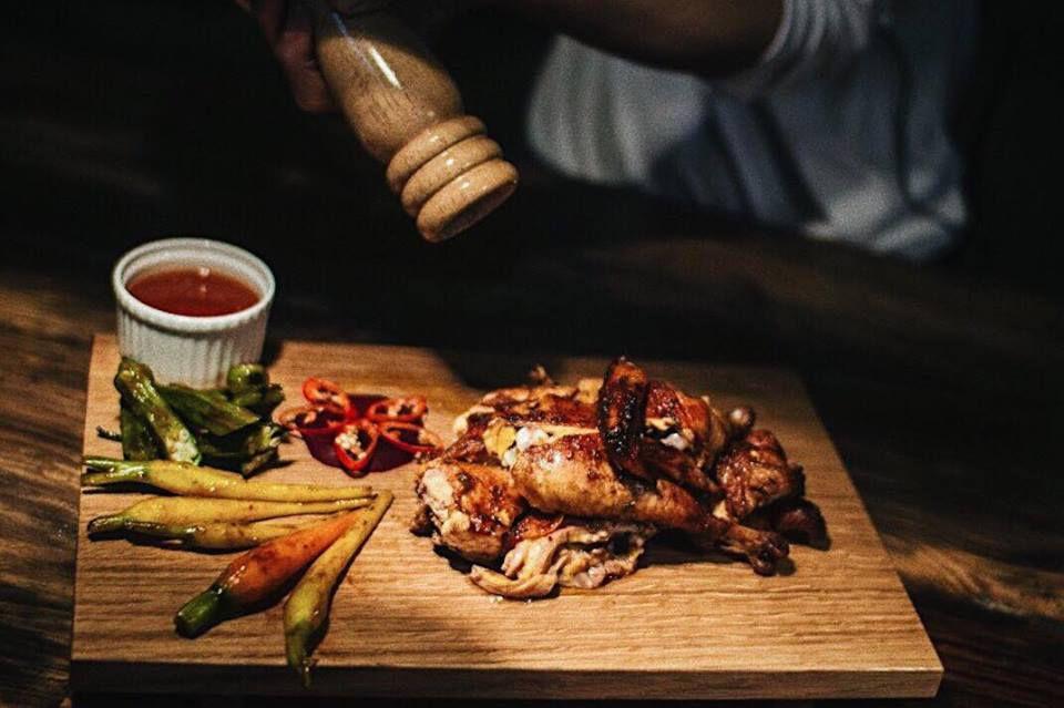 Món Gà nướng ở Quán Barn House BBQ and BEER ở Đà Lạt