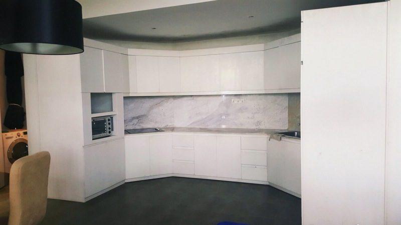 Bên trong phòng bếp tại căn hộ C5-Nam Hồ nhà cho thuê nguyên căn ở Đà Lạt