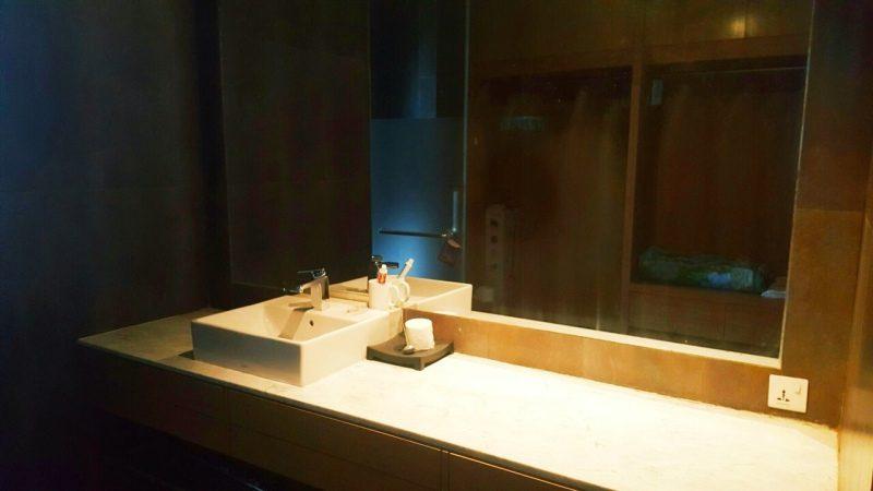 Bên trong nhà vệ sinh căn hộ C5-Nam Hồ nhà cho thuê nguyên căn tại Đà Lạt