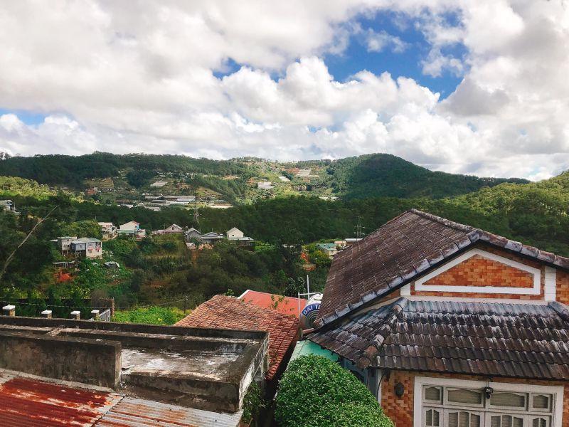 View nhìn ra xung quanh thành phố Đà Lạt rất thoáng từ Cẩm Tú Cầu Villa