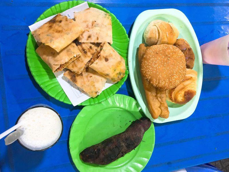 Thưởng thức Combo tuyệt cú mèo giữa bánh tráng nướng Đà Lạt cùng sữa đậu nành nóng và những món ngon khác