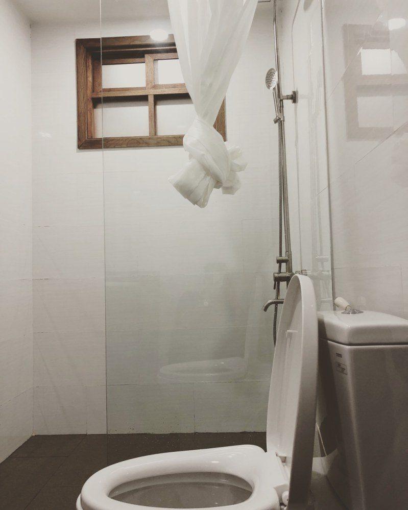 Nhà vệ sinh bên trong Dalat Center House ở Đà Lạt