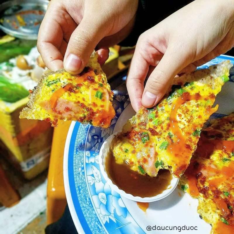 Cùng thưởng thức món bánh tráng nướng dì Đinh ở tp Đà Lạt