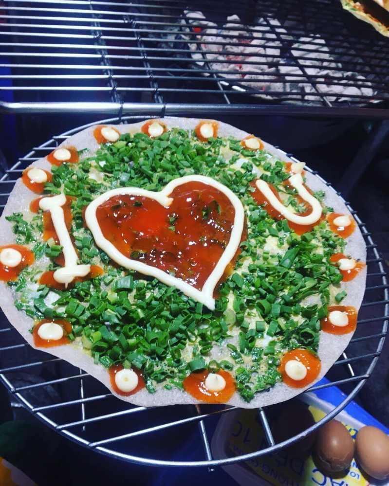Bánh tráng nướng dì Đinh là nơi để trao yêu thương