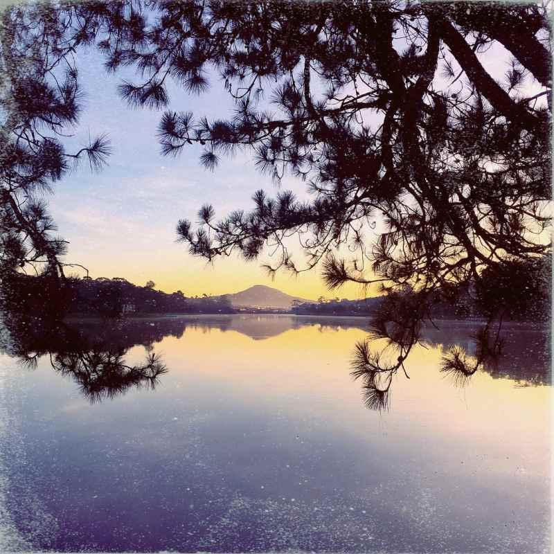 Cảnh Đà Lạt về đêm-ngắm Hồ Xuân Hương lúc chiều tối
