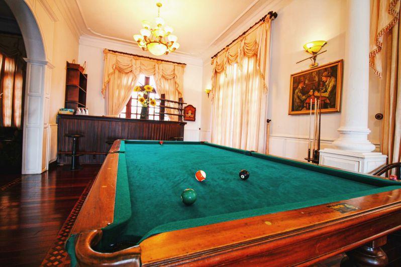 Bàn chơi bi-a , một trong những trò giải trí của biệt thự Hoàng Gia ở thành phố Đà Lạt
