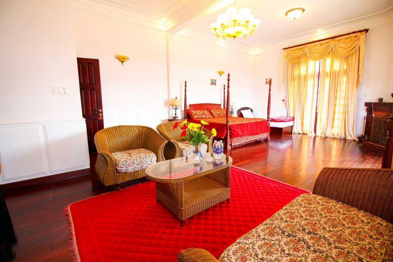 Phòng khách bên trong biệt thự Hoàng Gia - Biệt thự nguyên căn Đà Lạt cho thuê