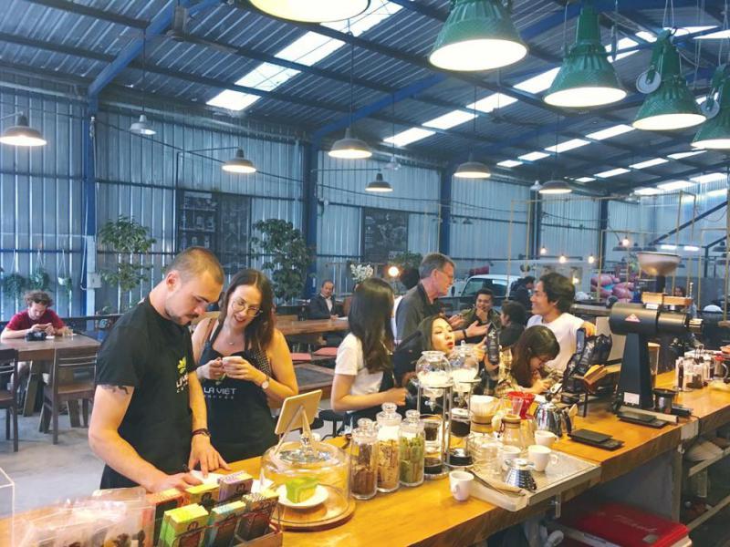 Không gian đậm chất Industry của Là Việt Coffee ở tp Đà Lạt