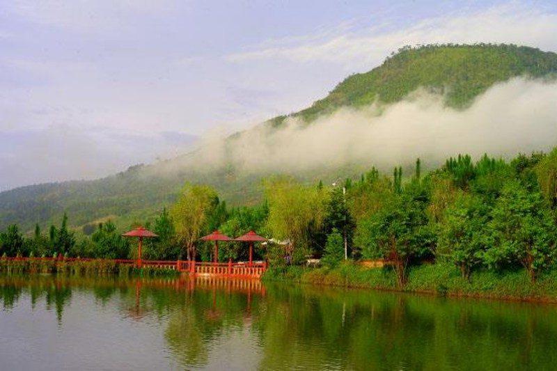 Hồ Định An xanh mênh mông ở Trần Lê Gia Trang - Trúc Lâm Viên