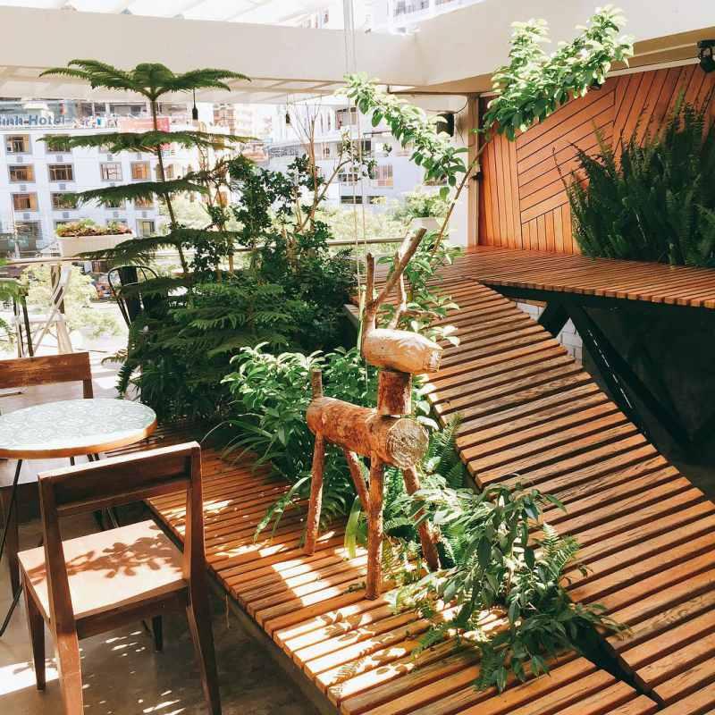 Không gian bên trong quán Windmills Cafe Đà Lạt