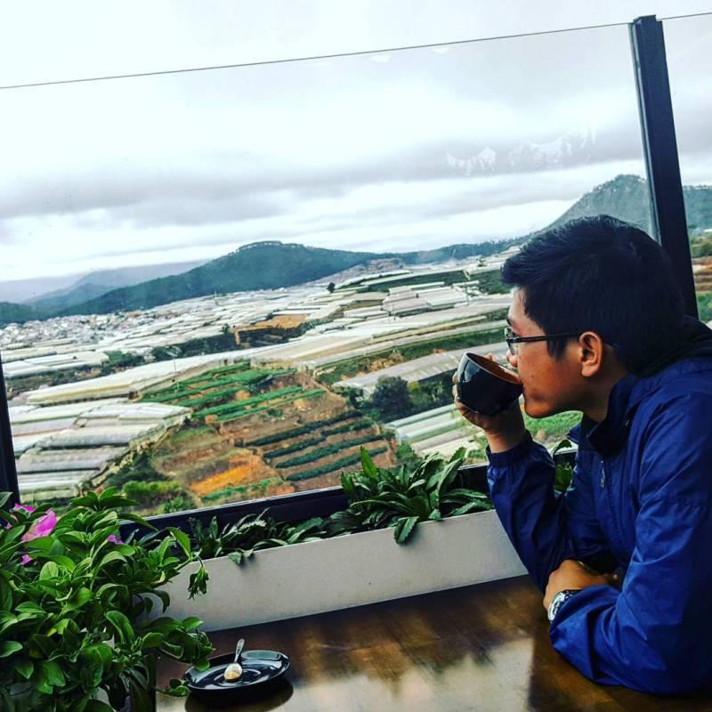 Thưởng thức một tách cà phê ở Panorama là một trải nghiệm quý giá