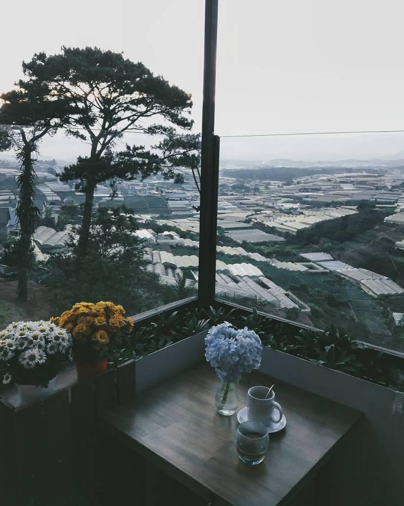 Khung cảnh trại mát dưới góc nhìn của Panorama cafe ở Đà Lạt