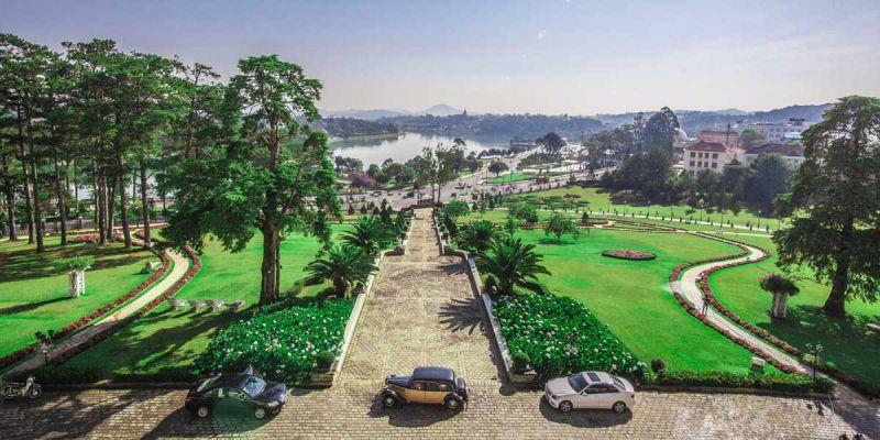 Ngắm nhìn vẻ đẹp Hồ Xuân Hương từ Dalat Palace Henritage Luxury