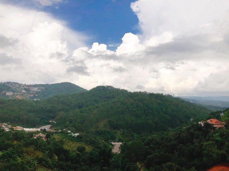 Windy Villa khá cao để có view ngắm ra khung cảnh núi rừng của Đà Lạt