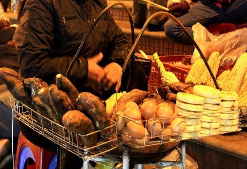 Khoai lang nướng vừa nóng vừa thơm khắp các phố ăn vặt tại Đà Lạt