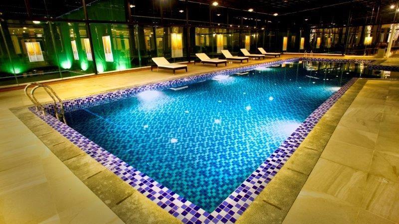 Bể bơi sang trọng ở bên trong Đà Lạt LADALAT Hotel