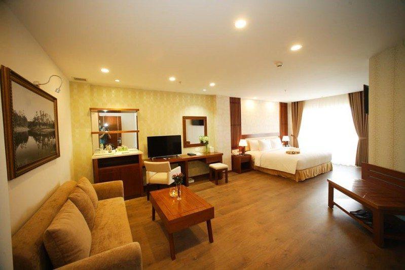 Không gian bên trong phòng Deluxe Double của Đà Lạt LADALAT Hotel