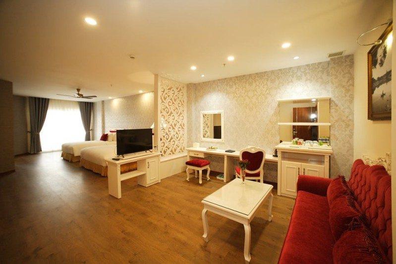 Không gian bên trong phòng Deluxe Triple của Đà Lạt LADALAT Hotel