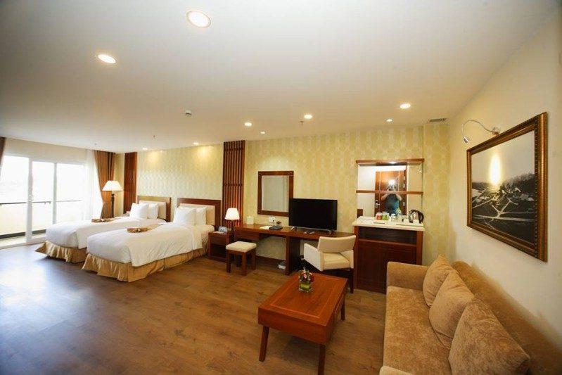 Không gian bên trong phòng Deluxe Twin của Đà Lạt LADALAT Hotel