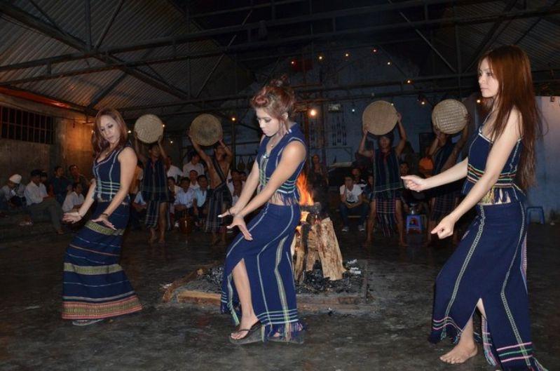 Cultural exchange of Tay Nguyen gong - Da Lat gong tour