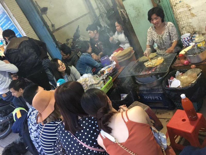 Không gian quán bánh tráng nướng 61 Nguyễn Văn Trỗi ở tp Đà Lạt