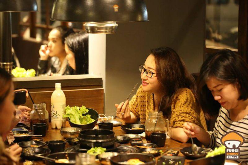 Một bữa ăn đậm chất Hàn Quốc ở Quán Fungi Chingu Chợ đêm