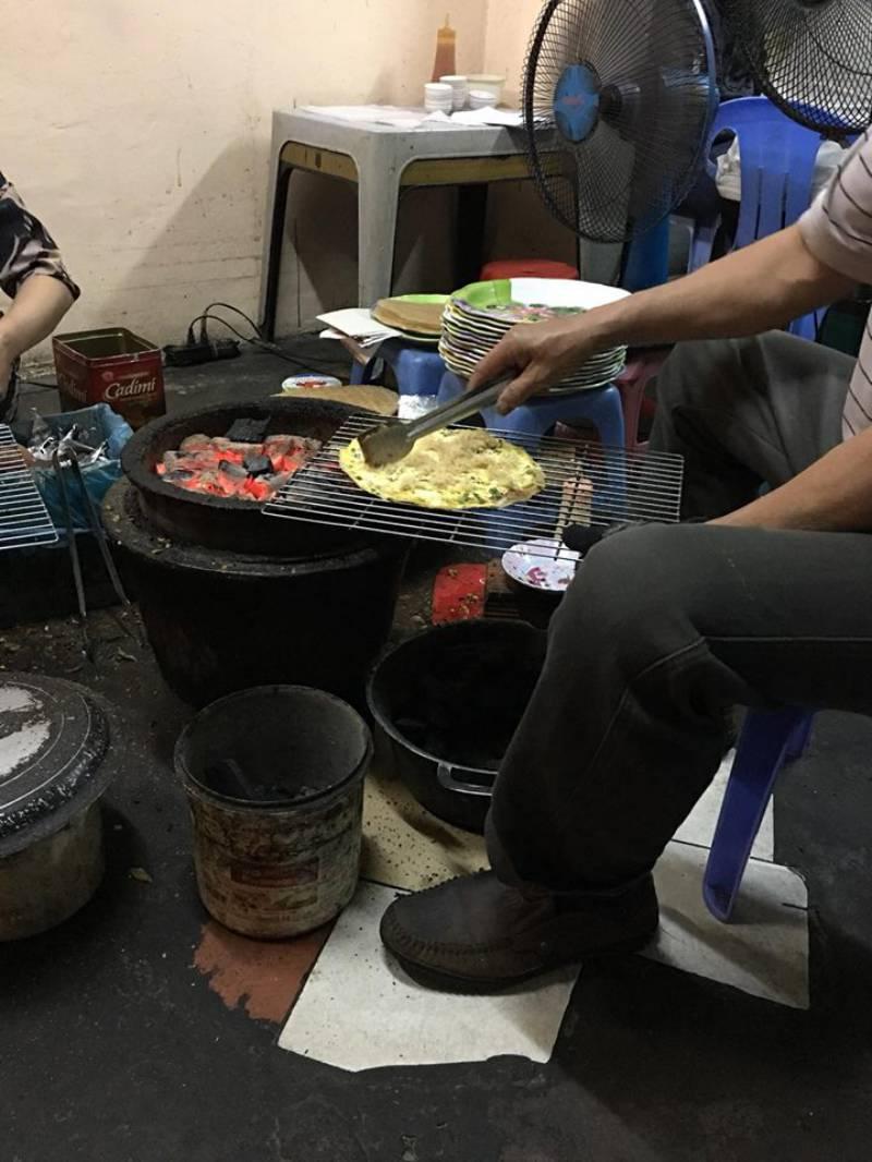 Bánh tráng nướng Bùi Thị Xuân đơn giản và rất hợp vệ sinh