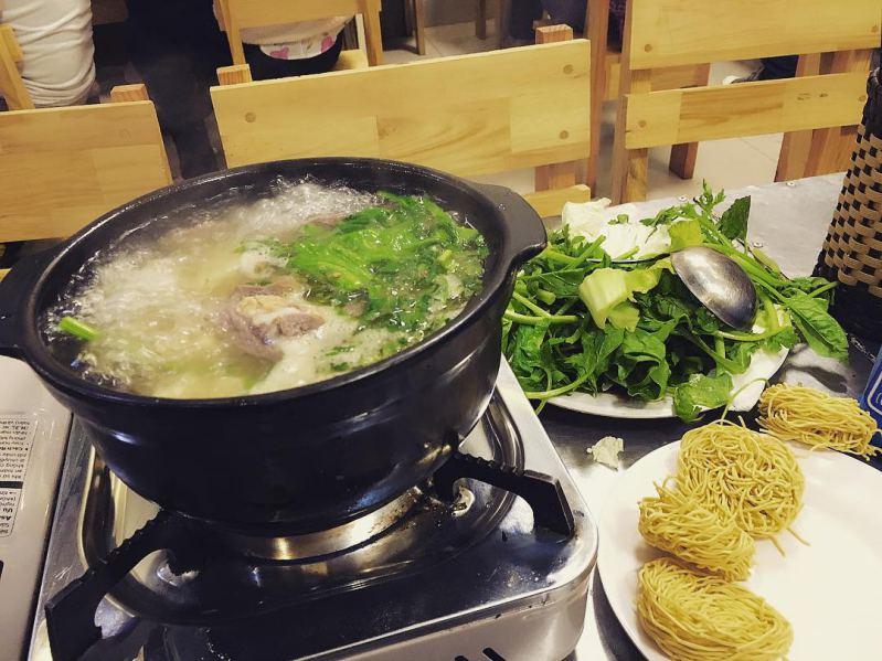 Món lẩu bò Hạnh đang bốc khói cực hấp dẫn