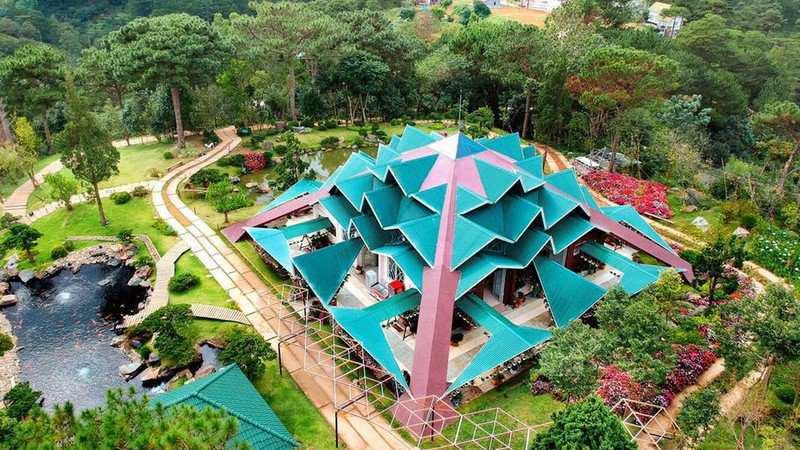 Kiến trúc độc đáo của nhà trống mái ở rừng lá phong Đà Lạt
