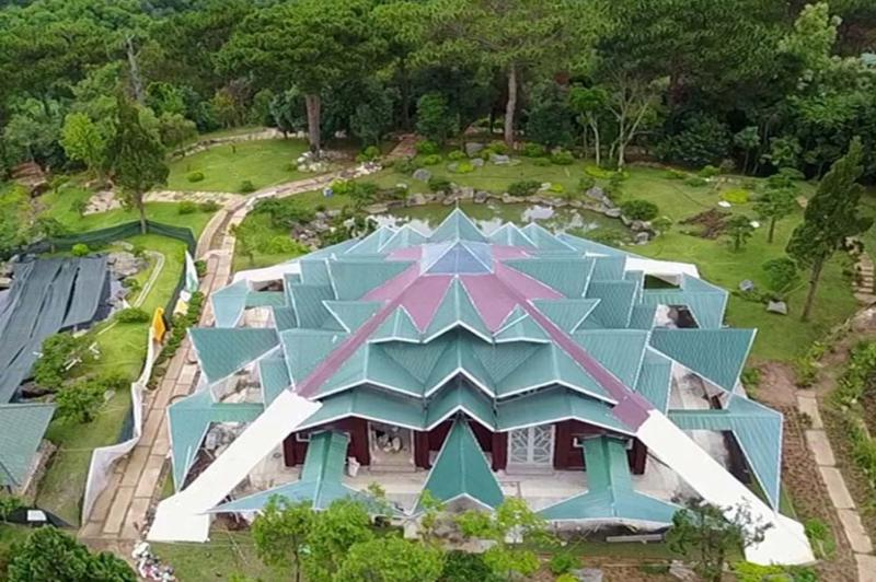 Nhà trống nhà mái ở khu du lịch rừng lá phong ở Đà Lạt