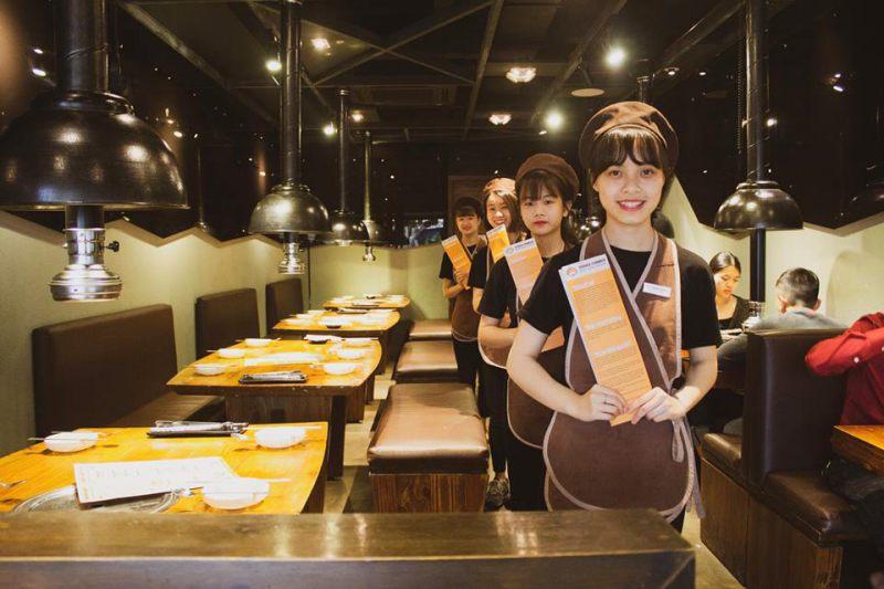 Phong cách phục vụ dễ thương tại quán Quán Fungi Chingu Chợ Đêm Đà Lạt