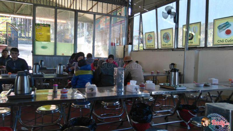 Bánh canh ngon Đà Lạt - không gian quán ăn Dung Phan Rang