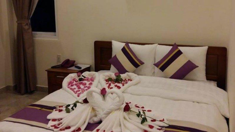 Phòng Uyên Ương dành cho tình nhân tại Khách sạn Hoàng Quân ở Đà Lạt